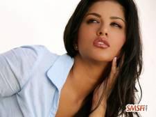 Sunny Leone in Sexy Pose